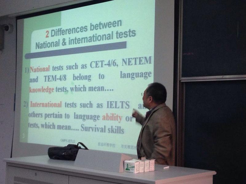 南京/看,韩教授已经完全投入讲课中了...